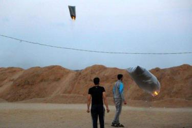 اذاعة جيش الاحتلال: اتفاق الوقود القطري يتضمن وقف المسيرات العودة والبالونات الحارقة فورا