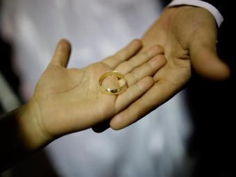 مصري يمنع والده من الزواج بطريقة مرعبة