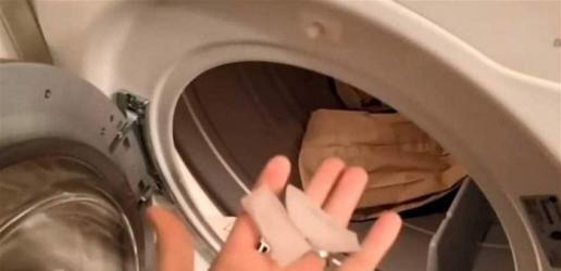حيلة بسيطة للتخلص من تجاعيد الملابس !