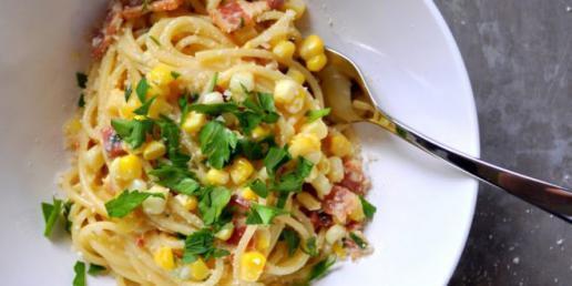 وصفة المكرونة بالذرة والبصل الأخضر ، طعم جديد بطريقة تحضير ولا أسهل