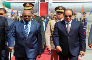 البشير يستضيف السيسي في قمة مصرية سودانية