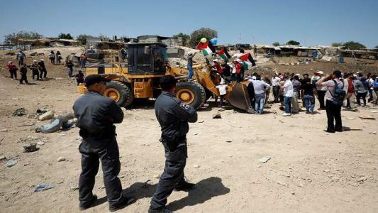 قوة كبيرة من جيش الاحتلال تحاصر الخان الأحمر بالقدس