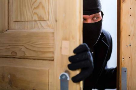 لص يستأذن قبل سرقة محل ويُسلم نفسه للشرطة لهذا السبب!