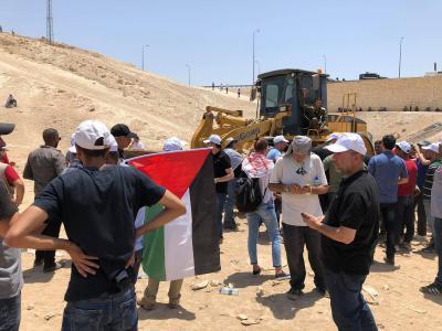 الاحتلال يقرر وقف هدم الخان الأحمر والسلطة تعلق