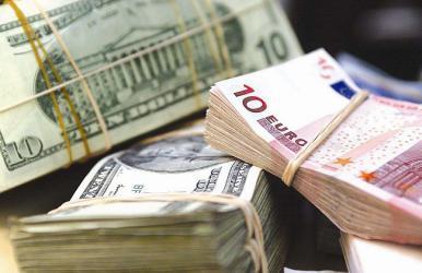 المفوضية الأوروبية تدعو لاستبدال الدولار باليورو