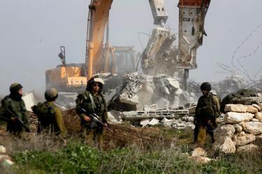 الاحتلال يشرع بعمليات هدم في نابلس ورام الله