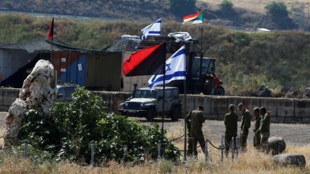 مستوطنون يعربدون جنوب نابلس ويحاولون منع المزارعين من قطف ثمار الزيتون