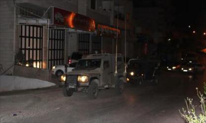 الاحتلال يقتحم ضاحية شويكة ويشرع بعمليات تفتيش