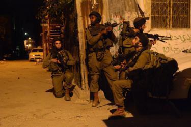 الاحتلال يشن حملة مداهمات واعتقالات شملت (12) مواطنا بالضفة الغربية