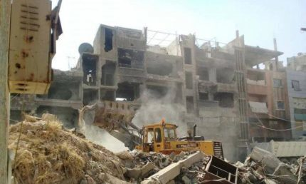 دمشق تواصل عملية إزالة الأنقاض والركام من مخيم اليرموك