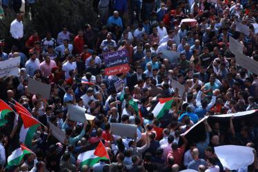 الالاف يتظاهرون وسط رام الله رفضا لقانون الضمان الاجتماعي