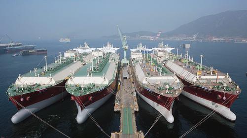 الصادرات القطرية غير النفطية ترتفع 37%