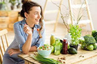 5 أطعمة تحسن مزاجكِ وتمنحكِ السعادة