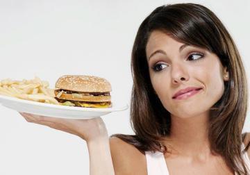 ما هو الوقت المناسب لتناول كل ما ترغبين به دون اكتساب الوزن؟