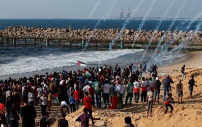 إصابات بالرصاص والاختناق جراء قمع المسير البحري شمال القطاع