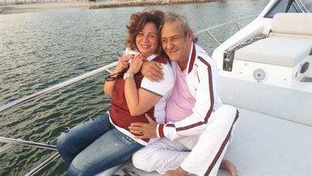 فاروق الفيشاوي يتحدى السرطان برحلة بحرية مع إلهام شاهين