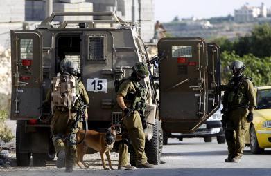 قوات الاحتلال تشن حملة اعتقالات وتزعم العثور على أسلحة