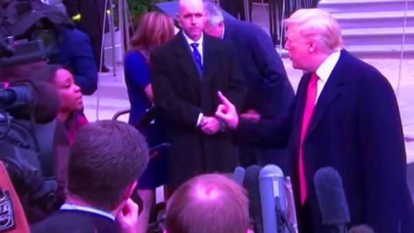 """شاهد ترامب يصف مراسلة """"سي أن أن"""" بغبية وسخيفة الأسئلة"""