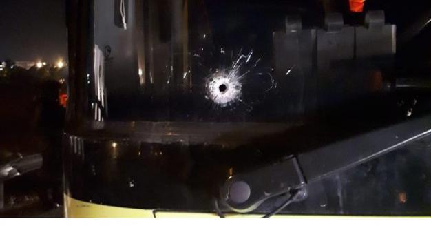 اصابتان في إطلاق نار على حافلة قرب بيت ايل