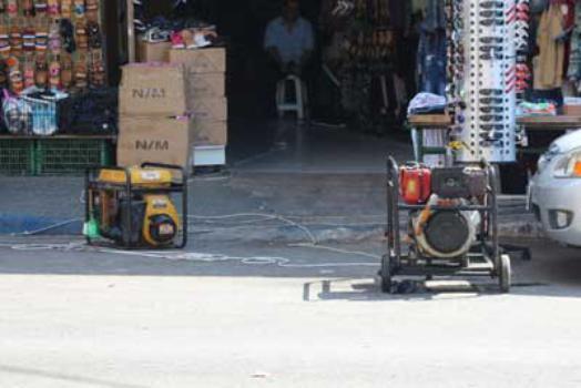 """""""الوقود القطري"""" يبدد ضجيج المولدات الكهربائية في شوارع غزة"""