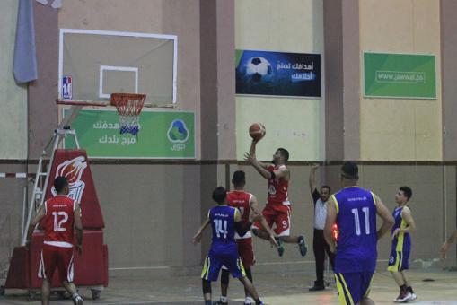 خدمات البريج يهزم جاره الشباب في دوري السلة