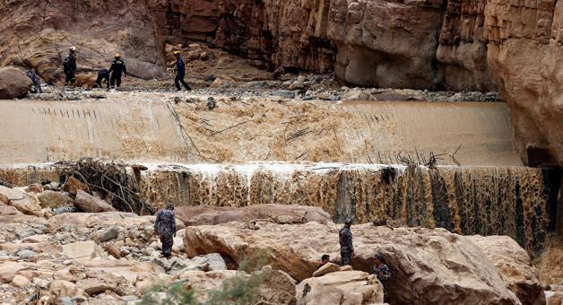 الاحتلال يعلن فقدان 3 من مواطنيها في سيول الأردن