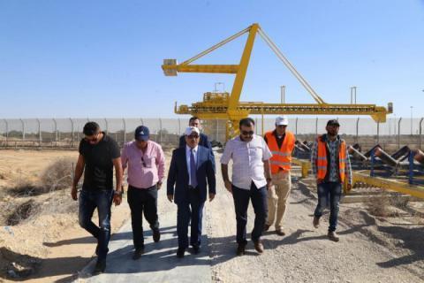 """""""الأشغال"""" تتفقد أعمال الإصلاحات في معبر كرم أبو سالم"""
