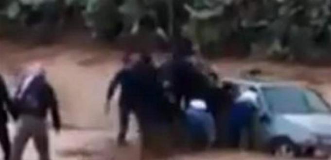 طفلة أردنية عالقة داخل سيارة غمرتها السيول.. شاهدوا كيف تم إنقاذها