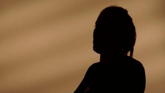 """بلاغ الابنة الصغرى يكشف جريمة والدها مع شقيقتها وقتله """"أطفال السفاح"""""""