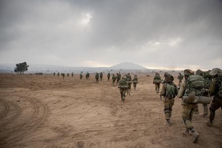 جيش الاحتلال يعزز قواته على حدود غزة