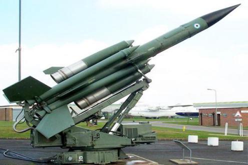 """صحيفة فرنسية: إيران تعزز ترسانتها الصاروخية على خط التماس مع """"إسرائيل"""""""