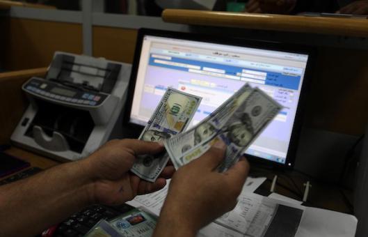 قطر تعيد النظر في تحويل الأموال لرواتب موظفي غزة لهذا السبب !