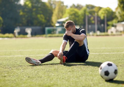 ما هو سر زيادة إصابات لاعبي كرة القدم في السنوات الأخيرة؟