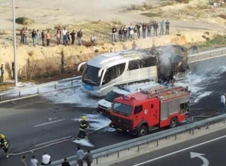 استهداف حافلة إسرائيلية بصاروخ قرب حدود غزة
