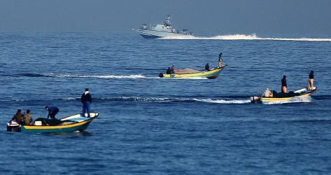 سلطات الاحتلال تسمح بإعادة مساحة الصيد في بحر شمال قطاع غزة