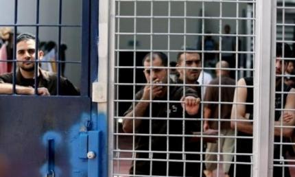 """جنود الاحتلال يُنكلون بالأسير عمر شحادة في معتقل """"عتصيون"""""""