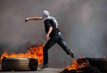 اختناق عشرات الطلبة خلال مواجهات مع قوات الاحتلال في بيت لحم