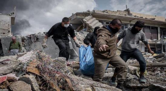 العراق يعلن انتشال 1900 جثة من تحت الأنقاض بالموصل