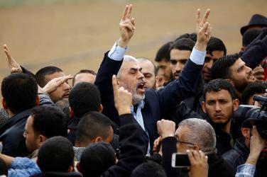 أول تعليق من السنوار على الأموال القطرية التي دخلت قطاع غزة