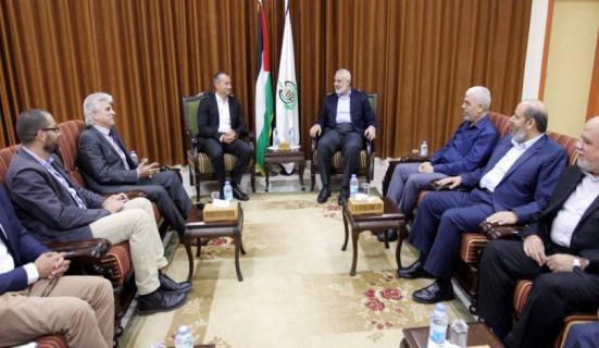 صحيفة: الوفد المصري أبلغ الفصائل موافقة نتنياهو على استكمال تفاهمات الهدوء