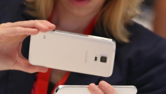بهذه الطرق تمنعين هاتفك الذكي من أن يجعلك غبية