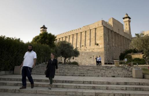 """تحذيرات من مخطط صهيوني لوضع """"مصعد كهربائي"""" في المسجد الإبراهيمي"""