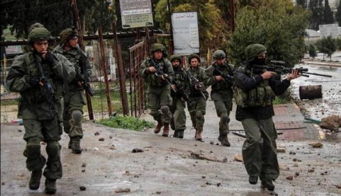 """الجيش الإسرائيلي يطلب من جنوده بالضفة التجول بـ""""بنادق مُلقمة""""الجيش الإسرائيلي يطلب من جنوده بالضفة التجول بـ""""بنادق مُلقمة"""""""