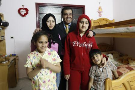 غزة.. رفض تعويض طبيب قتل جيش الاحتلال طفلاته الثلاث