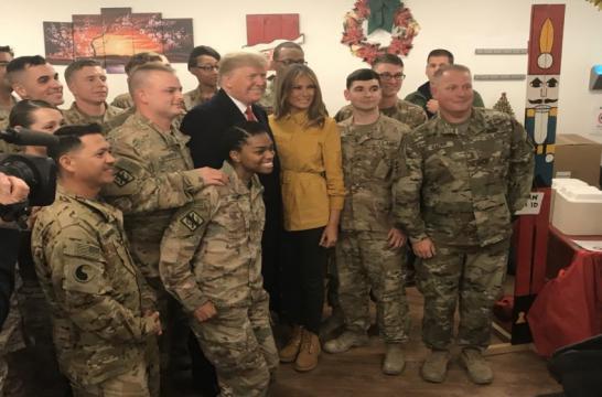 موقع عبري: ترامب يجري زيارة مفاجئة للقوات الأمريكية بالعراق