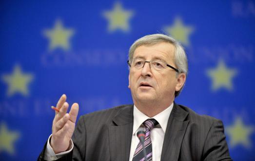 شاهد تصرفات صادمة لرئيس المفوضية الأوروبية مع النساء في بروكسل!