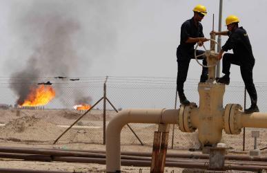 """كيف تأثرت أسعار النفط بربط """"أوبك"""" خفض الإنتاج بقرار روسيا؟"""
