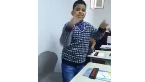 """بالفيديو.. طفل عربي """"طفرة"""" يتحدى الآلة الحاسبة ويذهل الجميع"""