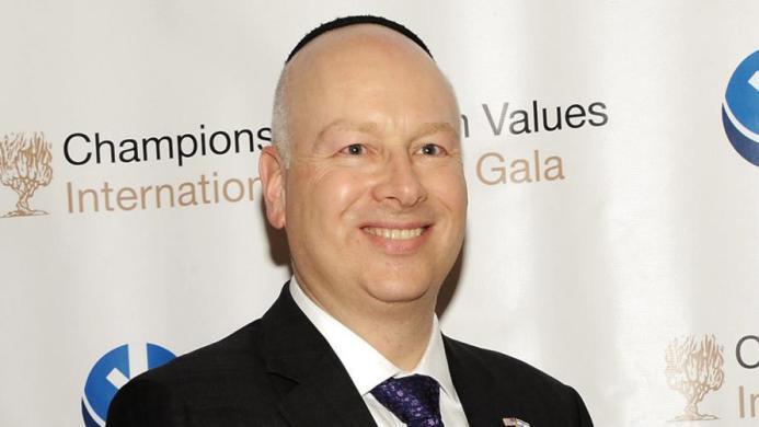 غرينبلات يعلن موقفه من تهديدات إسرائيل للرئيس أبومازن