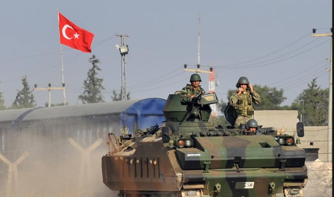 تركيا ما تزال تعزز وجودها العسكري على الحدود مع سوريا